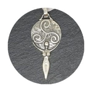 colgante-diosa-triskel-plata